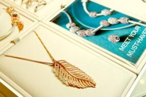 珠宝界的轻奢代表:潘多拉PANDORA还能红多久?